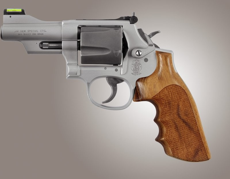 S&W K or L round butt conversion Goncalo checkered grip with finger grooves 19203